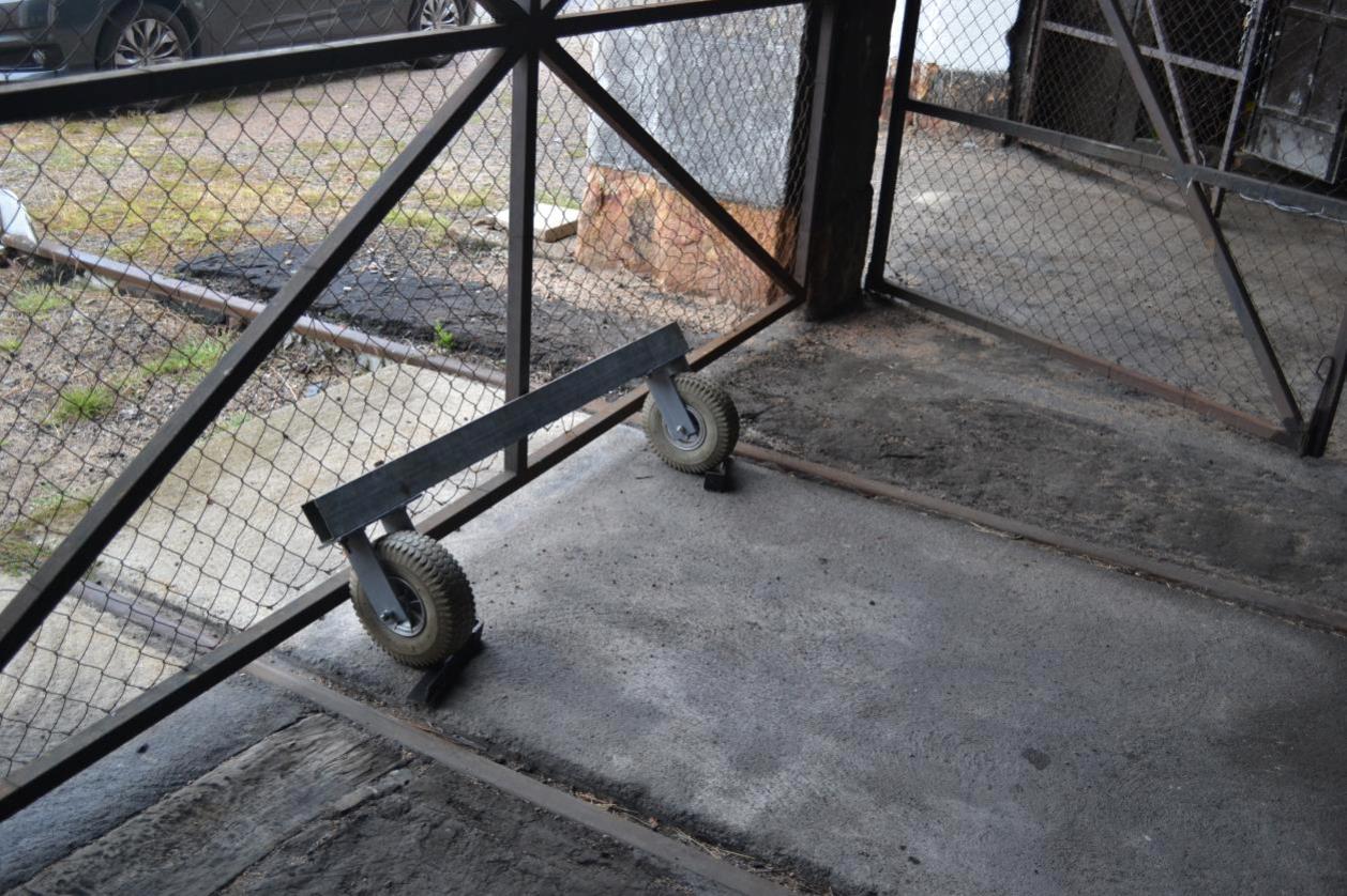 Roues de l'escalier d'accès grue Cockerill