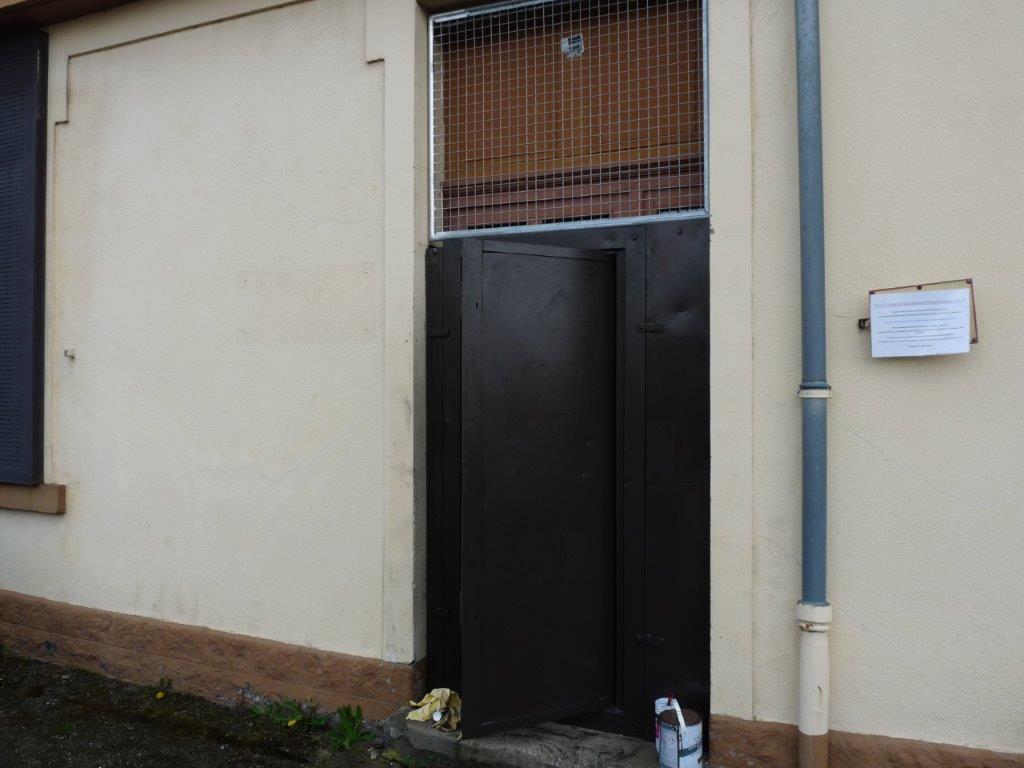 Porte d'accès au bureaux sécurisée